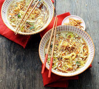 Oosterse groente-miesoep met krokante uitjes - Recept - Jumbo Supermarkten