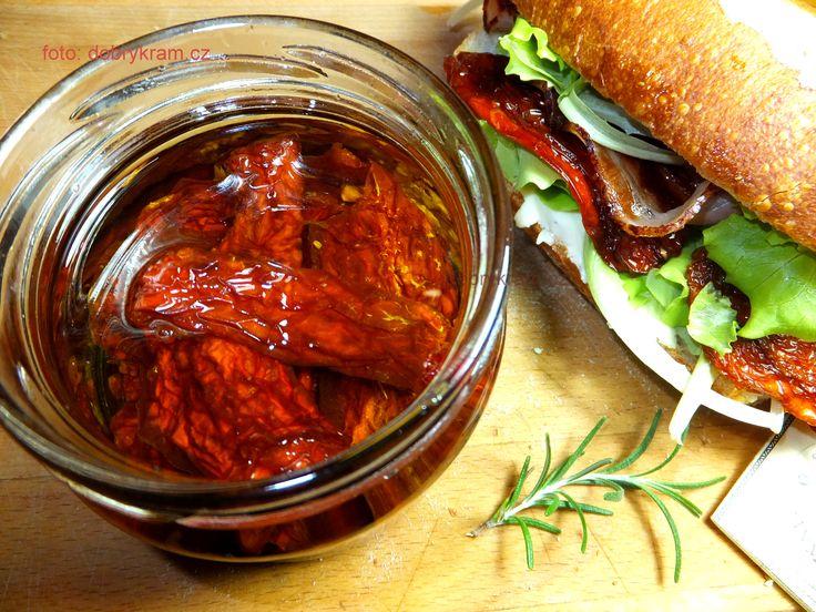 Sušená rajčata v luxusně pálivém olivovém oleji s chilli papričkama
