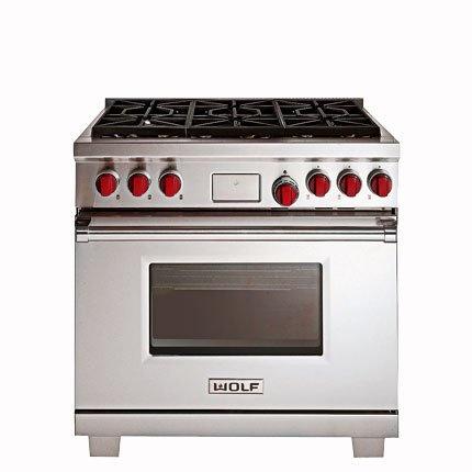 Cuisinière  professionnelle tout en inox ICBDF366 de Wolf - gaz naturel ou propane - tout inox - 5 foyers et un four XXL à double chaleur tournante de 153 litres- environ 12000 €