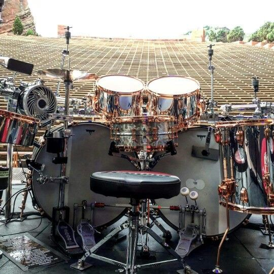 From the drummer's viewpoint: Alex Van Halen's current Ludwig drumkit. Love the brass hardware and chrome finish. Great background, too! #DdO:) - pinned via kohlertakaclas