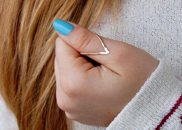 pulgar moda con anillos