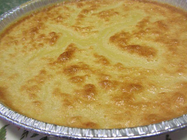 """tarta de queso fácil (quesitos). Edulcorada / 4 huevos.   8 quesitos desnatados o """"light"""".   Edulcorante líquido al gusto (yo suelo ponerle unas 10-12 gotas de Natreen líquido.  La ralladura de un limón o de una naranja.   1/2 litro de leche desnatada o semidesnatada.  1 palito de canela"""
