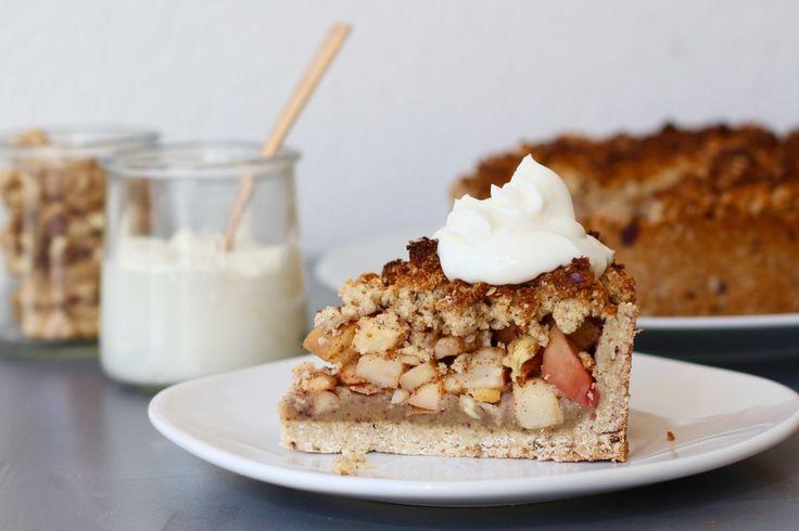 Dit is denk ik een van de lekkerste én meest gezonde taarten die ik ooit maakte. Mike is gek op appelkruimeltaart dus besloot ik vorige week aan de slag te gaan met een gezonde variant gemaakt van onder andere havermout. Liefde van de man gaat door de maag dus ik moet...