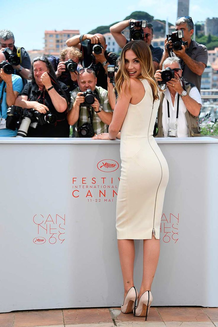Ana de Armas de Victoria Bekcham en el photocall de 'Hands of Stone' en Cannes (II)