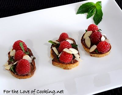 chocolate rasberry bruschetta: Mint Bruschetta, Bruschetta Appetizers, Chocolates Raspberries, Friends Birthday, Chocolates Rasberri, Easy Desserts, Nutella Raspberries, Birthday Dinners, Raspberries Bruschetta