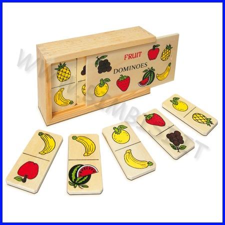 MINI DOMINO DELLA FRUTTA    Particolarmente indicato per sviluppare nel bambino le capacità logiche, associative, discriminative e per accrescere il suo vocabolario insegnando in modo pratico e divertente ad associare un nome a immagini che rappresentano oggetti molto comuni.    La scatola in legno (cm 9.5 x 16 x 4.5h) contiene 28 tessere (cm 3.5 x 7) che raffigurano vari frutti    Codice: 106.