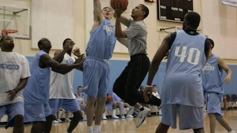 Barack-Obama-universitario-basquet
