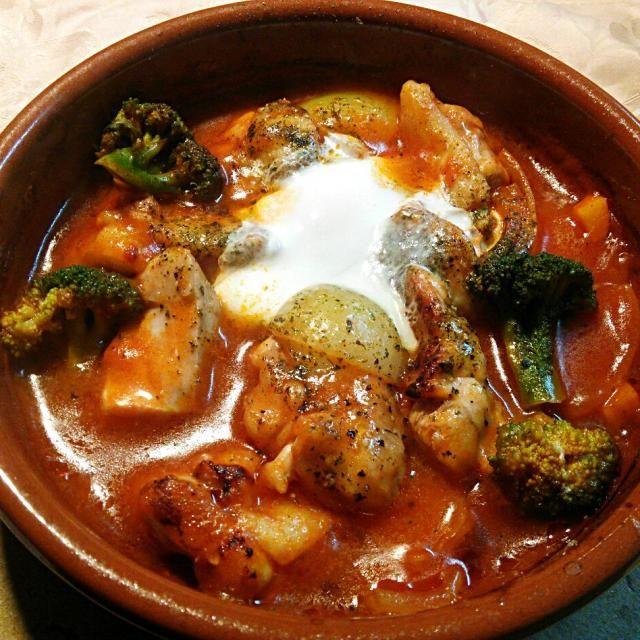 仕事から帰宅して素早く調理(^^)v 美味しいですわ\(^^)/ - 85件のもぐもぐ - カスエラ(Cazueraスペイン土鍋)で作った鶏肉のトマトジュース煮(*⌒3⌒*) by quita