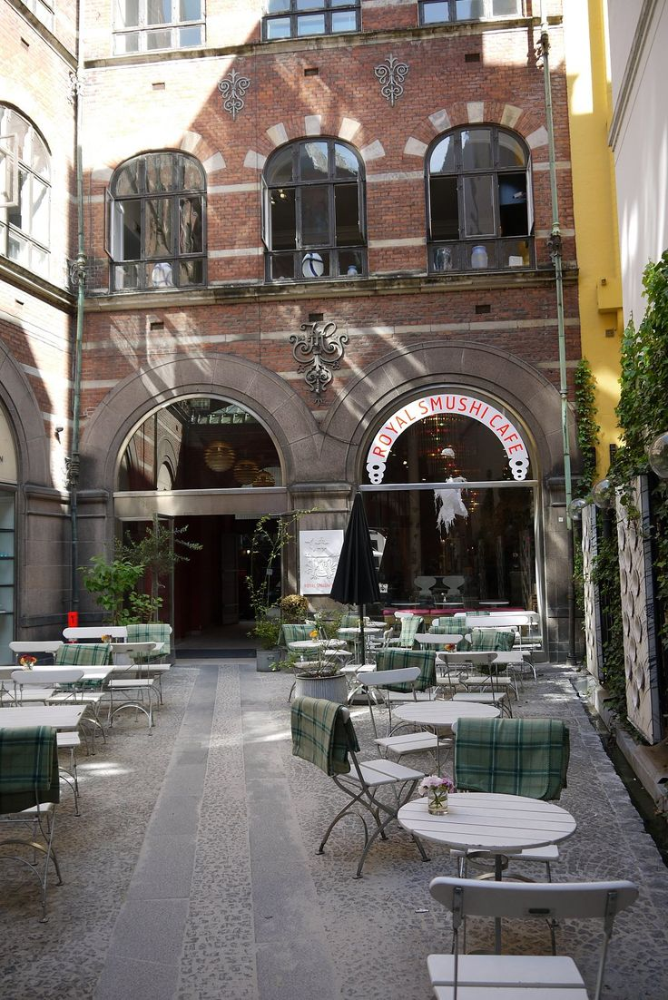 Outdoor cafe in Scandinavia = blankets.   Royal Smushi Cafe   Copenhagen