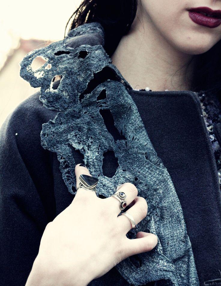 Detalle de saco con texturas realizadas en modal y jersey reciclado