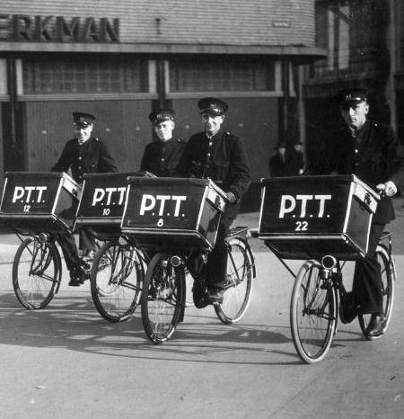 De PTT had in 1950 voor de kleine pakket en post bezorging de fiets met mand in gebruik. Later werd deze ook gebruikt bij de apotheken om de medicijnen te bezorgen.