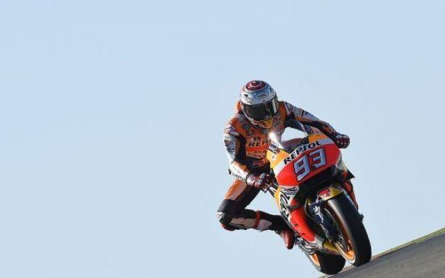 Marc Marquez domina la gara ad Aragon Il circuito di Aragon appartiene ad un solo uomo. E l'uomo in questione è Marc Marquez, il fenomeno della Honda che mancava l'appuntamento con la vittoria da troppo tempo ormai. Questa vittoria, otte #motogp #marquez #aragon