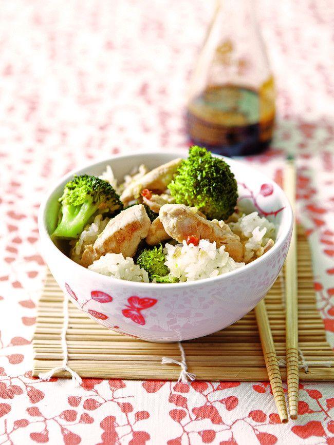 Un plat facile, rapide et peu calorique à réaliser rapidement. Ce wok de poulet au riz blanc est une recette gourmande à proposer à vos convives pour le nouvel an chinois.