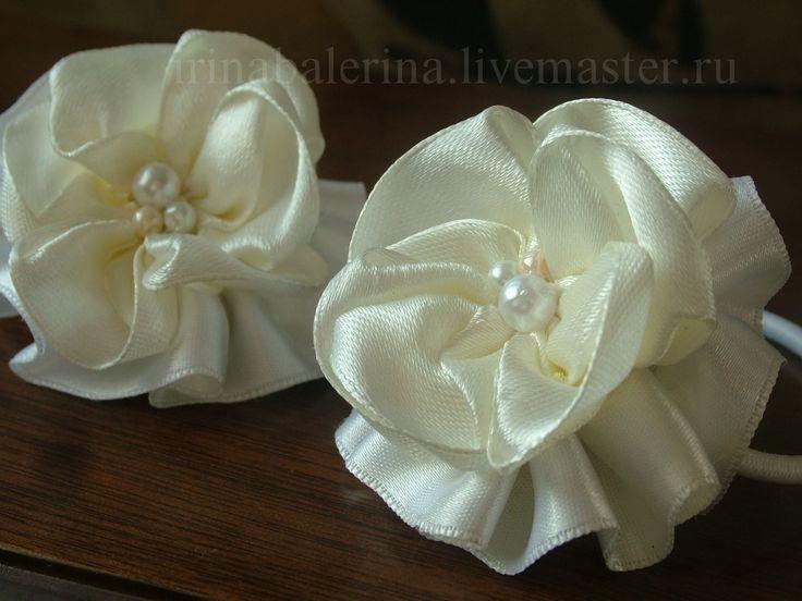 Резинки для волос из атласных лент двух оттенков, шляпной резинки и чешских бусин