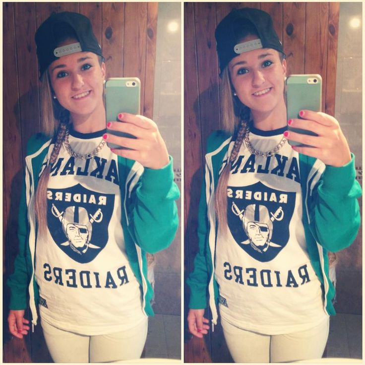 Camiseta: Raiders (Foot Locker); Gorra: LA