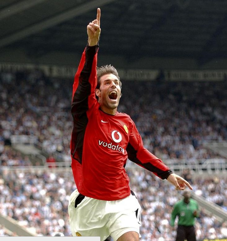 23 August 2003 : Ruud van Nistelrooy (Manchester United) scored vs Newcastle to make it 10 Premier League games in a row (still a record).