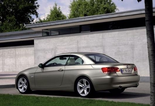 Retractable hardtop for new BMW 3 Series Convertible