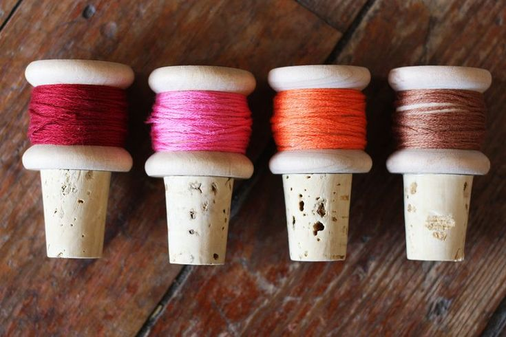Wine cork thread spools: Thread Spools, Bottle Stoppers, Wine Corks, Diy Wine, Gifts Ideas, Wine Stoppers, Wine Bottle, Corks Crafts, Corks Projects