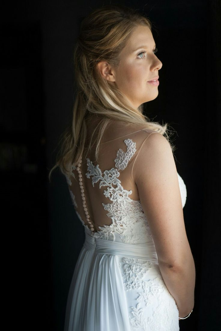 Samantha van Gemert in PROSAL by Pronovias. A truly beautiful #DLVbride. When words can do no justice for your bridal beauty ♥