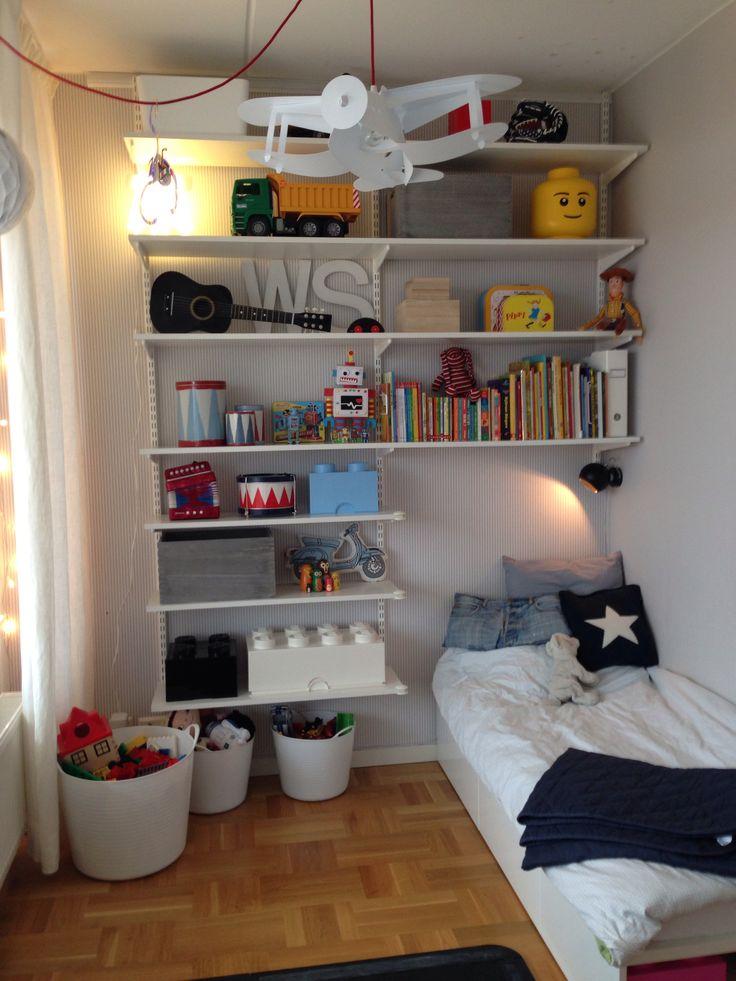Nytt hyllsystem för mer leksaksförvaring i litet barnrum