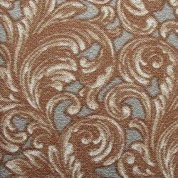 Diseño con formas de tipo barroco, en color plata, oro y cobre en este papel pintado de la colección Karat de Parati.