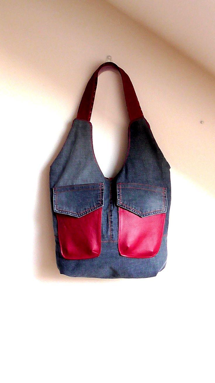 Daniela+Taška+je+vyrobena+z+červené+kůže+a+pevné+modré+džínsoviny+/džíny+b yly+detailně+rozpárané+a+zbavené+oranžových+nití,+nové+prošívání+je+červené/.+Podšívka+je+z+bavlněné+pevné+látky,+uvnitř+kabelky+jsou+dvě+hluboké+kapsy+olemované+džínsovinou.+Zapínání+tašky+je+na+magnet.+Taška+je+vhodná+pro+milovnice+velkých+tašek+a+kabelek+-+vyroben+pouze+fler+habre