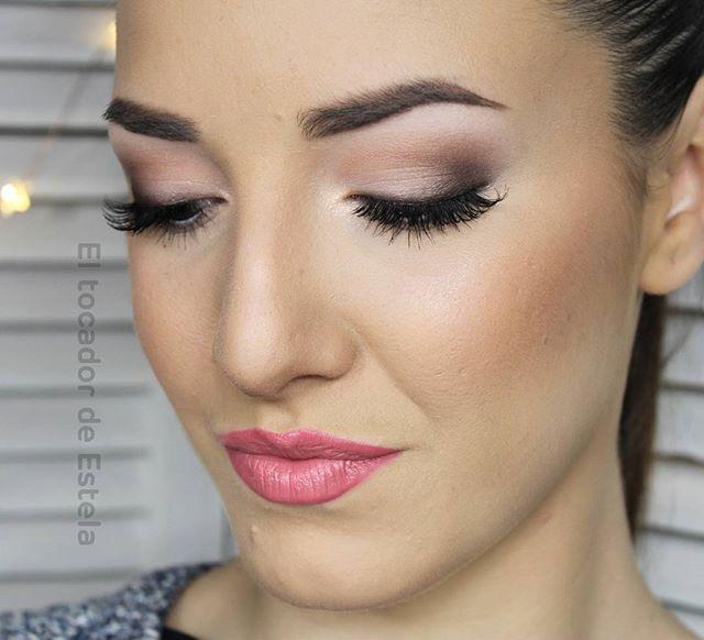 El look de ojos está hecho entero con la paleta COCOA BLEND de @zoevacosmetics_worldwide, es una pasada,  la de combinaciones que puedes hacer!!!  . #look #eyesmakeup #makeup #maquillaje #express #natural #ardell #flormarspain #flormar #primenlips #cocoablend #zoeva #eltocadordeestela