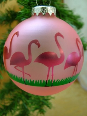 I love this! I am going to do a white tree next Christmas with all pink ornaments and pink flamingo lights. ~ D.