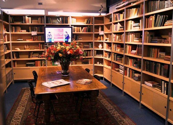 66 best inspiratie voor je boekenkast images on pinterest. Black Bedroom Furniture Sets. Home Design Ideas