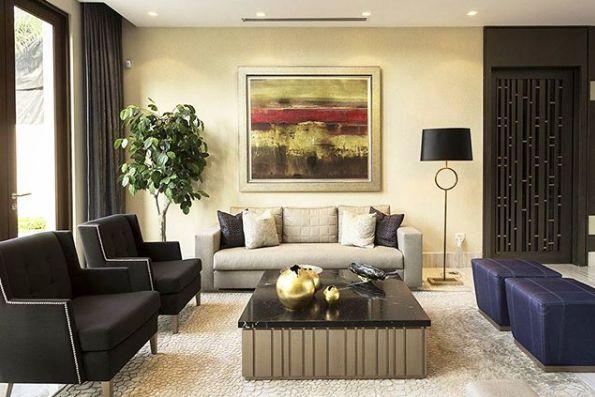 Colores y formas combinados armoniosamente para lograr un espacio acogedor y estético.  #deco #interiorismo #diseñointerior #decoradores #arquitectos #homedesign #instahome #decolovers #arqlovers #ciudadempresarial #adrianahoyoschile