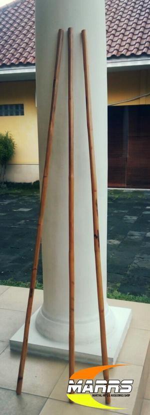Toya, tongkat atau longstick untuk beladiri Spesifikasi: Bahan: rotan lentur berkualitas Panjang : 178cm Diameter: 2,5cm Berat : 800 gram Finishing: melamin clear Harga: 95rb