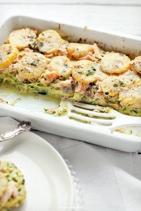 zapiekanka z łososiem, cukinią i ziemniakami.