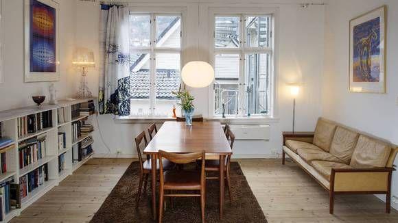 ARBEIDSSTUE: Spisestuen i Harald Hårfagresgate 12 er mer enn bare en spisestue innredet med Stokke-bord, Rastad og Relling-stoler og Watne-s...