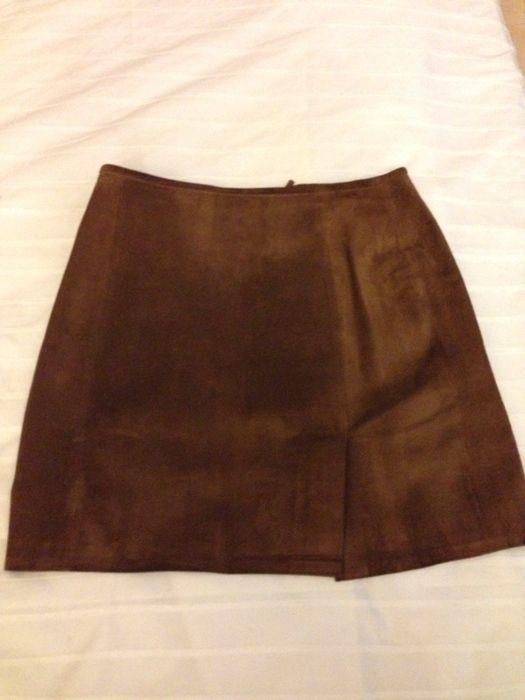 Les 25 meilleures id es concernant jupe marron sur - Tenue avec jupe en cuir ...