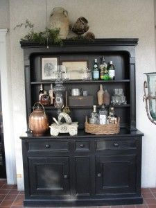 Yet again, a cool looking black hutch.