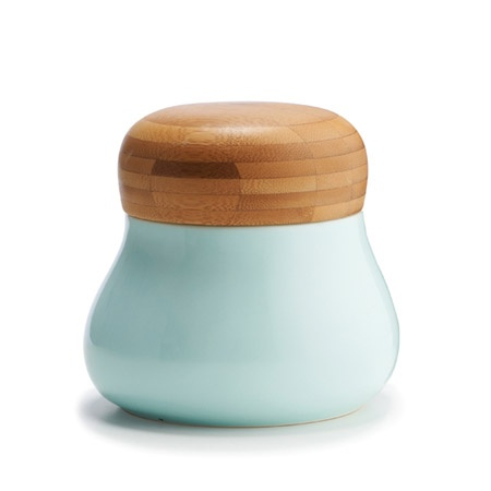 Mano jars made of pottery and wood from Kähler. Design: Jeanette List Amstrup.