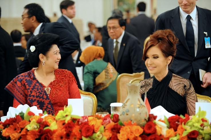 Cristina Fernandez de Kirchner fue agasajada en Indonesia por el presidente Susilo Bambang Yudhoyono y su esposa, Kristiani Yudhoyono.