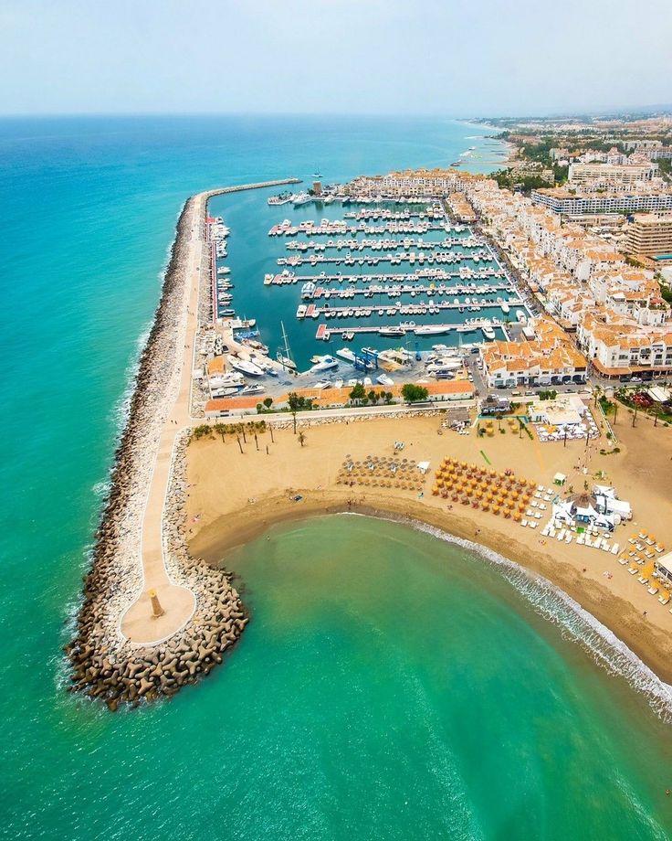 Puerto Banús visto desde el aire, Marbella. Málaga