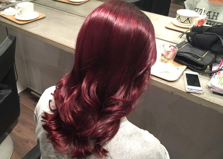 Röd lila hårfärg, intensiv och glansig