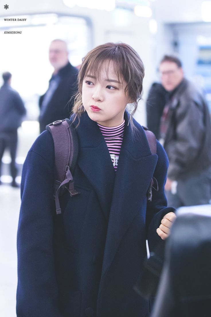 "170128 - Kim Sejeong @ Incheon airport to Sumatra, Indonesia for ""Law of the Jungle"" (cr.WinterDaisY1204)"