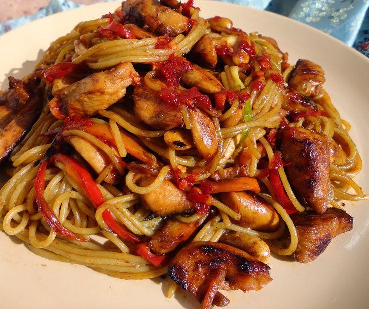 Terülj, terülj asztalkám!: Kínai tészta pirított zöldségekkel, csirkehússal