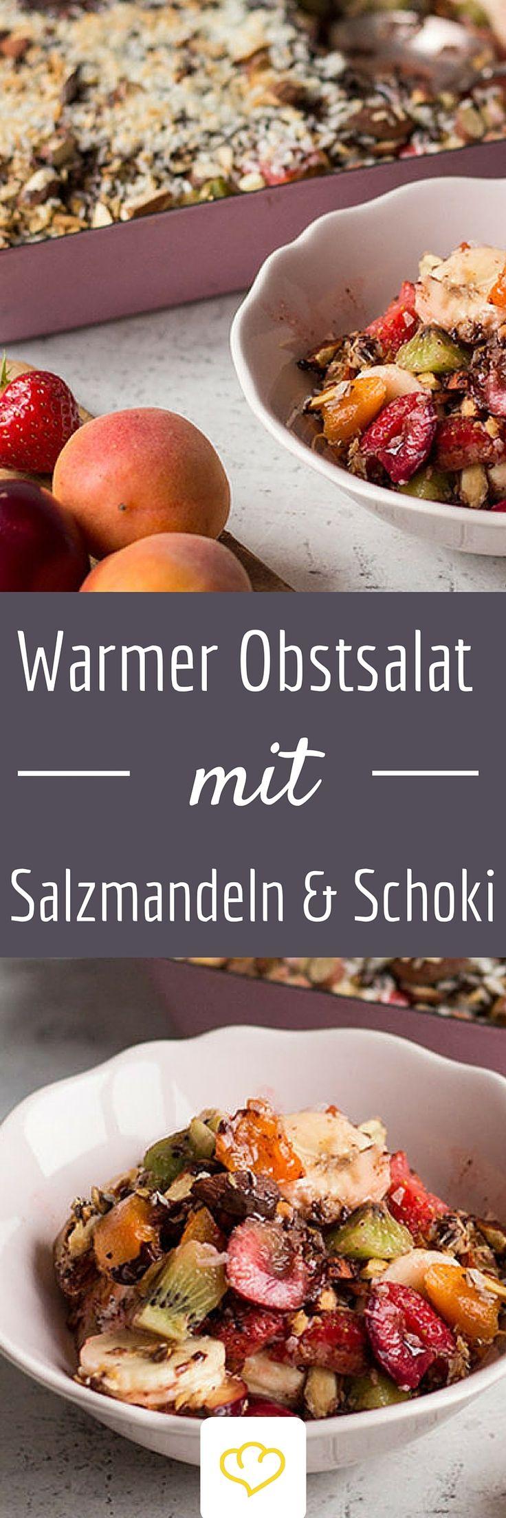 Warmer Obstsalat mit gesalzenen Mandeln und Schokolade