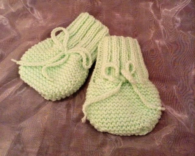 Little knitted baby mittens £3.75