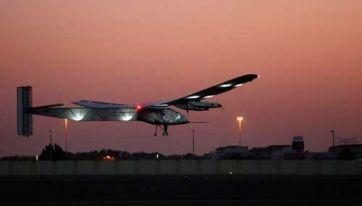 El avión Solar Impulse 2 inició con éxito su vuelta al mundo
