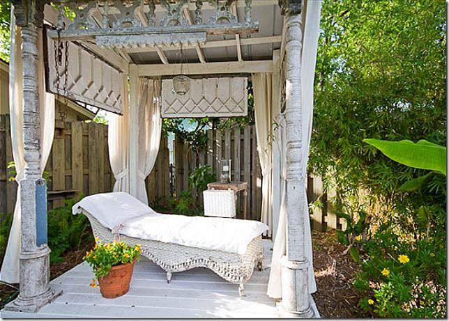 .: Porches Columns, Outdoor Rooms, Outdoor Living, Vintage Wardrobe, Sleep Porches, Cote De Texas, Vintage Beaches, Tybee Islands, Beaches Cottages
