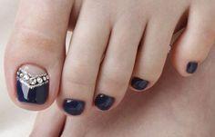Diseños para uñas de los pies, diseño para uñas delos pies con piedras.  Únete al CLUB, síguenos! #decoraciondeuñas #decoratednails #uñasfinas