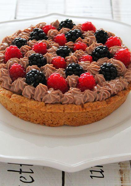 Crostata estiva con mousse alla #Nutella e frutti di bosco. La ricetta su http://www.theinsaladwriter.com/
