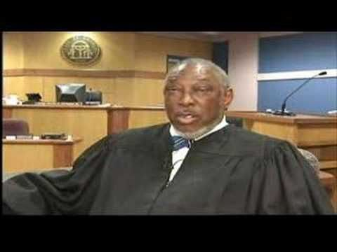 ▶ Black judge clears all whites from courtroom