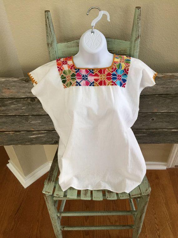 Auténtica de la mano mexicana tradicional bordado blusa diseño geométrico