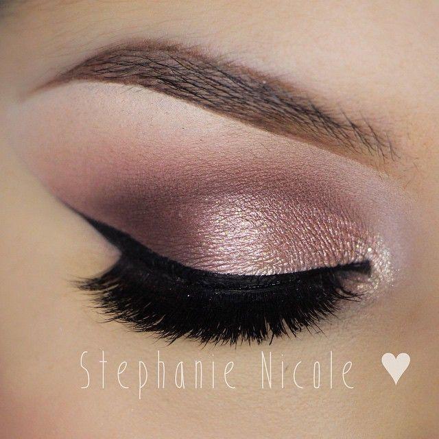 Elegant Morning eye look. Eye shadow. . . . . .  Sombra de ojos. Maquillaje de día, no de noche. Ceja maquillada
